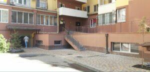 Цокольное дворовое помещение в Радужном