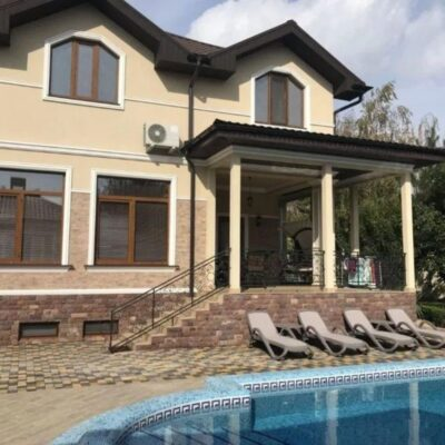 Большой дом с бассейном в Совиньоне 1
