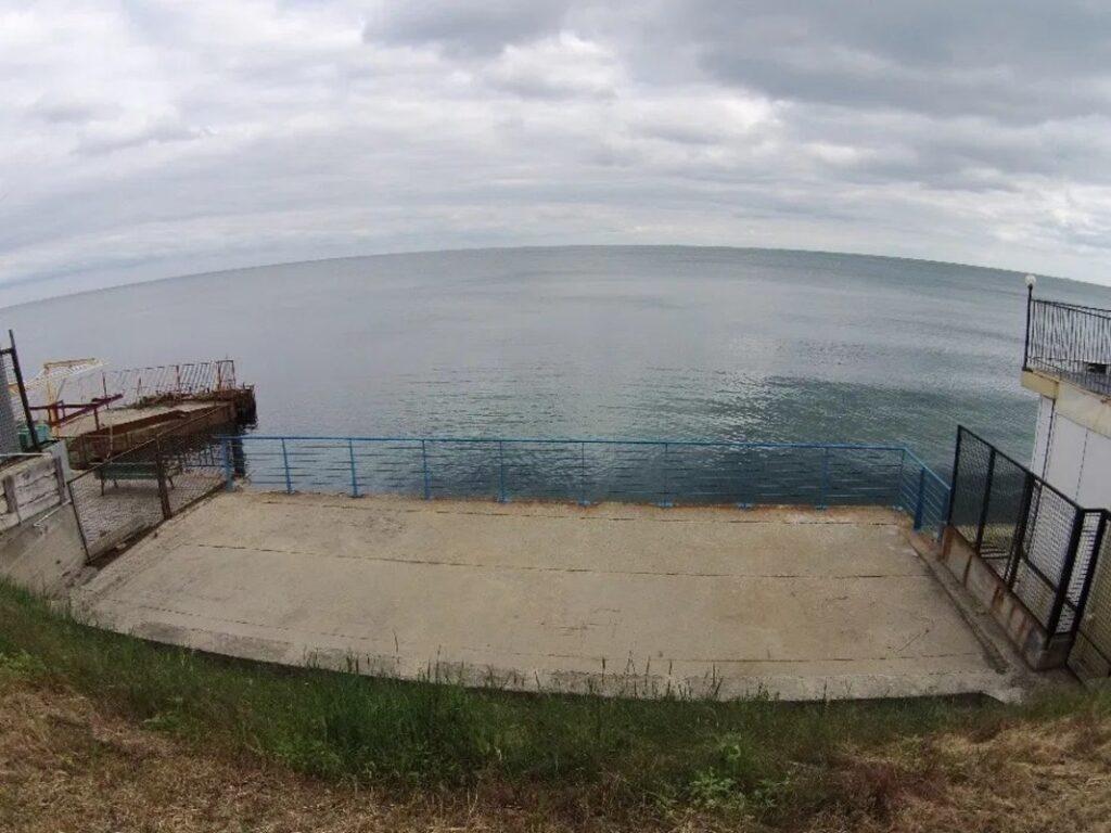 Участок на первой линии моря