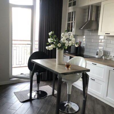 2 комнатная квартира с ремонтом в Альтаир-2