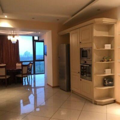 3-комнатная квартира на Лидерсовском бульваре с видом моря