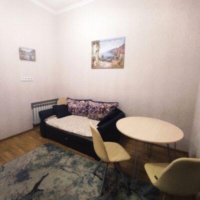 Студия с отдельной спальней в центре на Базарной