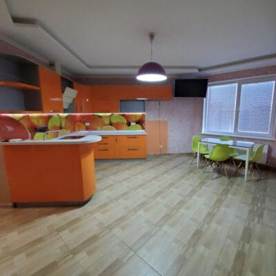 2-комнатная с ремонтом в ЖМ Радужный
