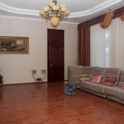 4 комнатная квартира в центре города с ремонтом