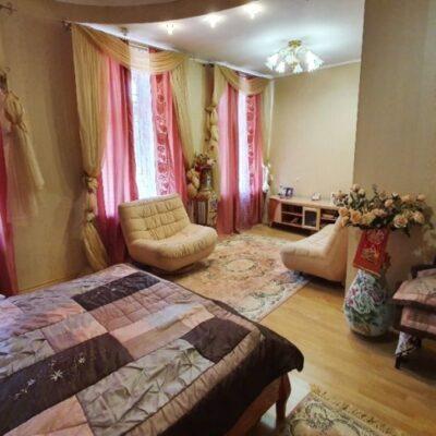 Двухуровневая квартира в центре на Успенской
