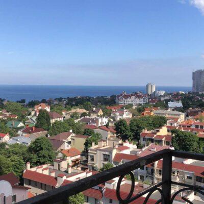 Двухстороння квартира в ЖК Лимнос с видом на море