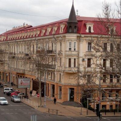 7-комнатная квартира в центре города (комуна) на улице Ришельевской/Жуковского