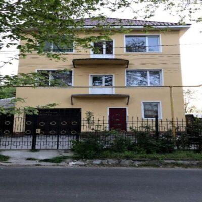 Трёхэтажный дом в Киевском районе