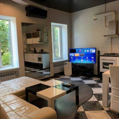 2-комнатная квартира с ремонтом по улице Садовая.