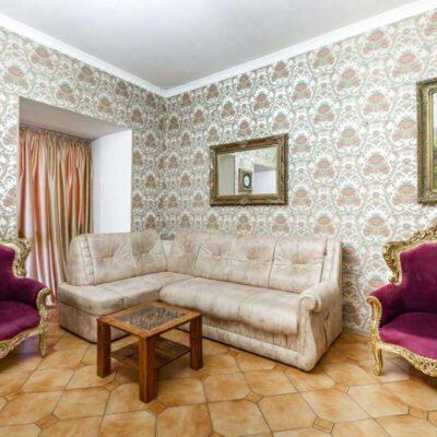 Отель в центре города Одессы в Воронцовском переулке.